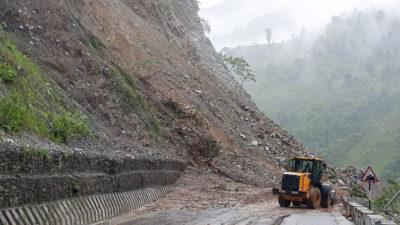 Narayangarh-Muglin road section obstructed